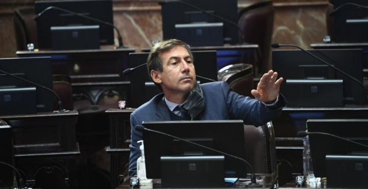 El senador nacional, Luis Naidenoff, dio positivo a COVID 19 y se encuentra en buen estado de salud