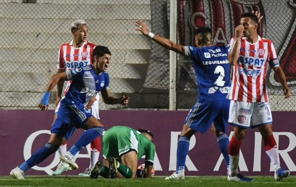 Derrota de Unión ante Emelec en el partido de ida de la Copa Sudamericana