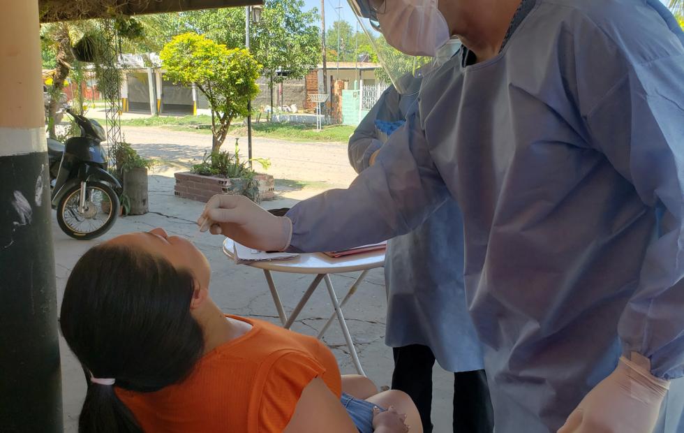 Se cierra una semana con cientos de hisopados  encarados en varios barrios de Clorinda