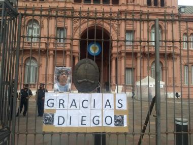 Foto- La Casa Rosada se abrirá a partir de las 6 para despedir a Diego Armando Maradona..jpg