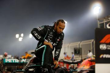 Foto- Lewis Hamilton estrenó su título con un triunfo en el circuito nocturno de Barhein..jpg