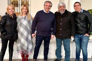 moyanopresidenteesposahijo.jpg