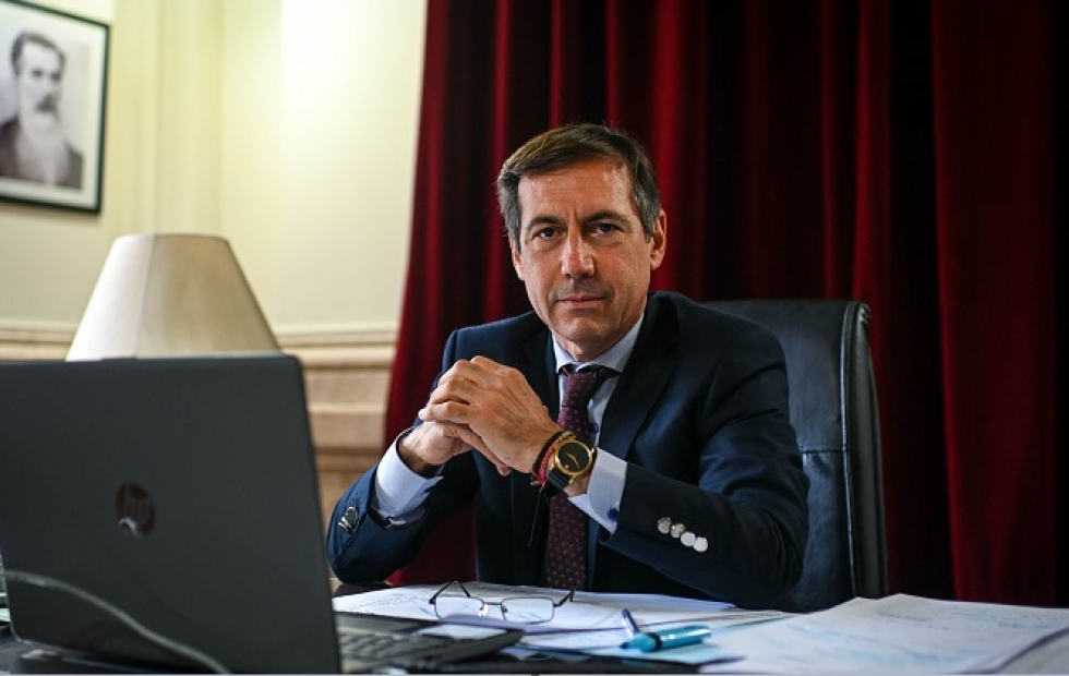 Naidenoff propuso a Insfrán medidas  alternativas para enfrentar la pandemia
