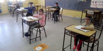 chicos-en-una-escuela-de___pPBvTBQId_1256x620__1.jpg