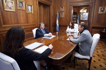 Cristina-Kirchner-reunion-Mayans-Naidenoff-1.jpg
