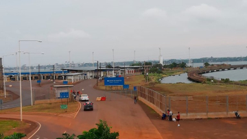 centro frontera entre Argentina y Paraguay.jpg