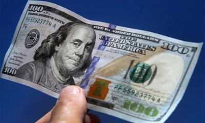 """El dólar """"blue"""" cae en 0,64% y cotiza en $156 para la venta"""