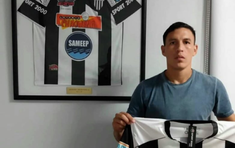 Renzo Riquelme firmó y es jugador de For Ever