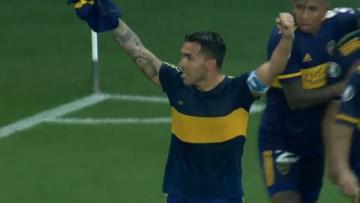 Foto- Carlos Tevez y su homenaje a Diego tras el gol en Brasil..jpg