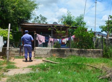 Mujer falleci_ tras recibir una descarga el_ctrica en el barrio El Porte_o Norte ..JPG