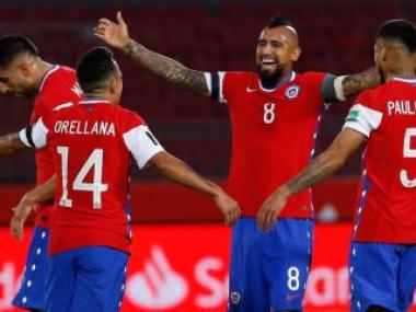 Foto- El Rey Arturo Vidal anotó dos goles para la Roja en el triunfo ante Perú.jpg