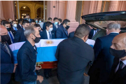 Senadores de la oposición pidieron informes al Gobierno por el velatorio de Maradona
