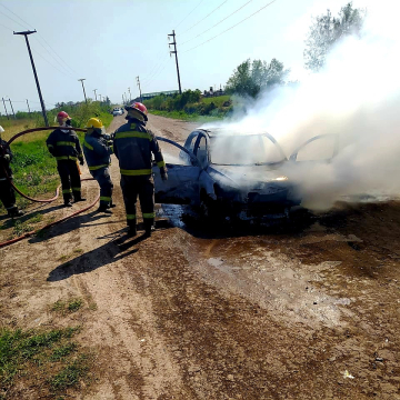 Incendio automovil barrio San Andres II (2).jpg