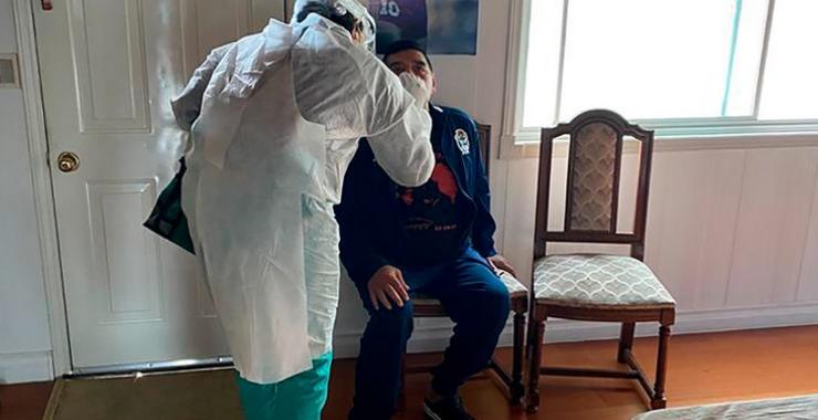 Diego Maradona fue aislado tras tener contacto estrecho con un caso sospechoso de coronavirus