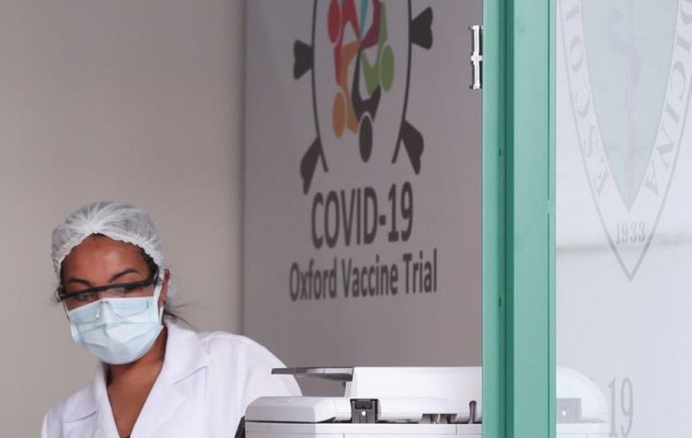 Gatell analiza con el presidente de Argentina preparativos de vacuna AstraZeneca