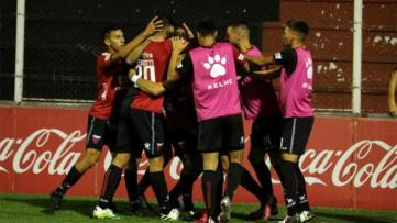 Foto- Colón ganó por la mínima diferencia y festejó su pasaje a otra instancia..jpg