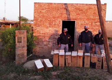 La Polic_a secuestr_ m_s de 500 gruesas de cigarrillos  sin aval aduanero por un monto superior a los 700.000 pesos.jpg