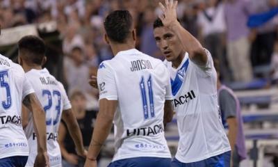 Vélez se mide ante Peñarol buscando sacar una buena diferencia de local