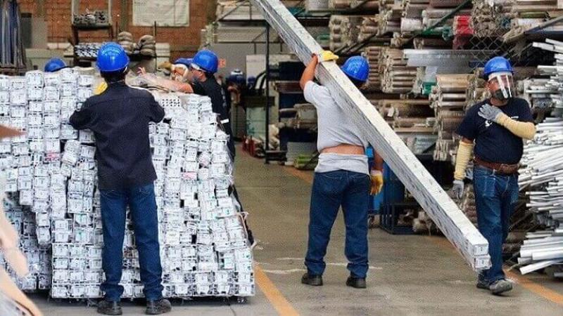 trabajadoresleydespidoINFOBAE.jpg