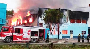 Incendio deposito policial barrio San Antonio (2).jpg