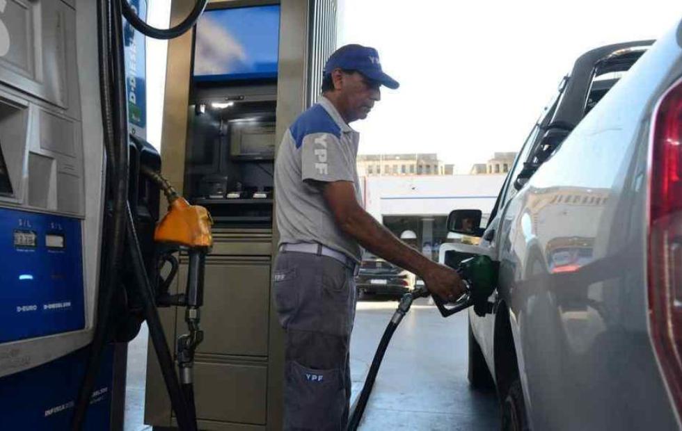 Los combustibles volverían a subir desde el viernes en todo el país