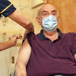 En Corrientes habilitarán la inscripción online para vacunar a mayores de 65 años