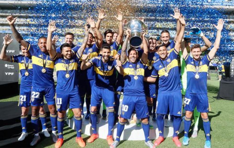 Boca recibió el trofeo de la última Superliga tras más de ocho meses