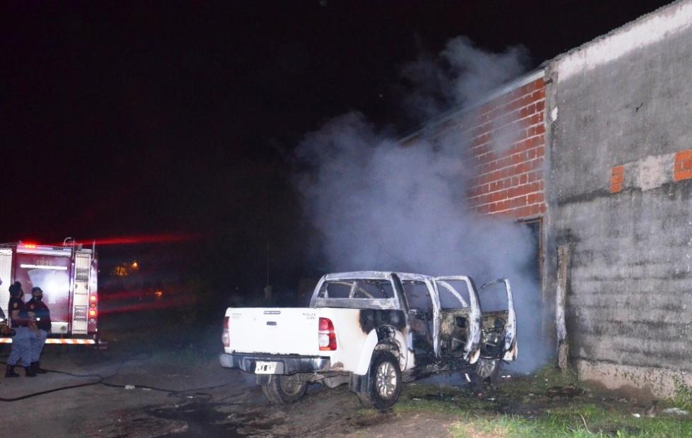 La Policía investiga el incendio de una  camioneta en el barrio San Juan II