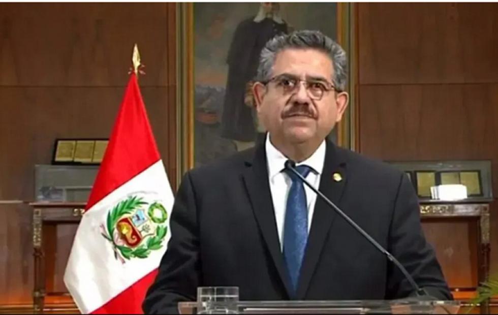 Merino presentó su renuncia como presidente de Perú