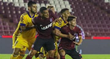 Foto- Xeneizes y Granates se miden en la Bombonera en un partido decisivo para ambos..jpg
