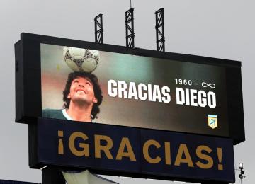 Foto- Homenaje a Diego en la Bombonera en la previa del partido..jpg