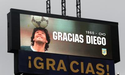 Con Dalma en el palco, Boca y Newell's homenajearon a Maradona